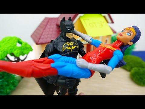 #Супергерои: Бэтмен против Джокера! Чудо женщина в опасности! Игры #пираты, видео с игрушками.