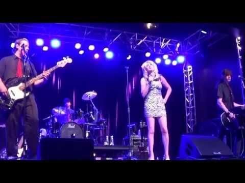 "Blondie tribute band Atomic Blondie Intl. - ""Dreaming"" (live clip)"