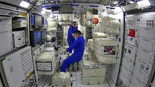 ¿Cómo desempacan los taikonautas los paquetes en la Estación Espacial China?