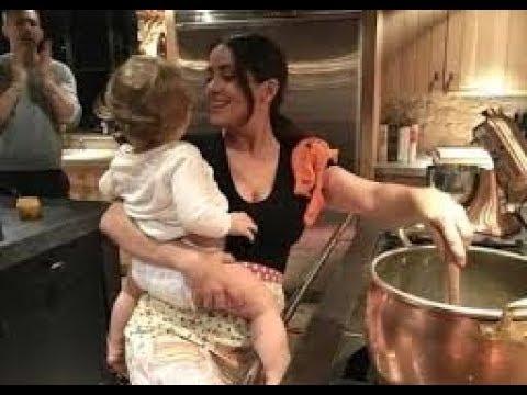 Salma Hayek babysits Ryan Reynolds' daughter
