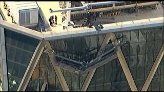 Raw: 2 Workers Stranded on NYC Scaffolding