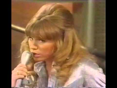 """Mary Kay Place(1st music video)Incredible early alt. country """"Paintin' Her Fingernails"""""""