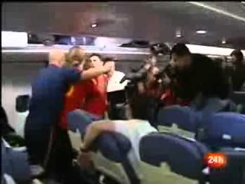Feier Im Flugzeug, Pepe Reina, Villa & Sergio Ramos Singen zu Sara Carbonero & Iker Casillas