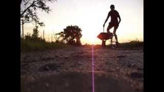 Pchanie Taczki Na Monocyklu / Pushing A Wheelbarrow On A Unicycle
