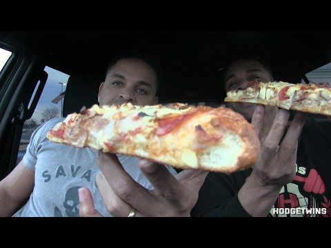 Eating Deep Dish New York Style Pizza @Hodgetwins