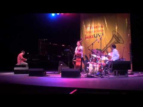 Alón Yavnai Trio, 2