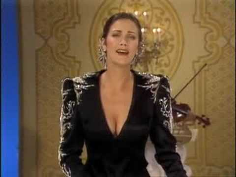 "Lynda Carter Sings ""Could This Be Magic"" from her second TV special ENCORE"