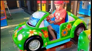 Alex Montando en Coche- Power Wheels-Kids Song