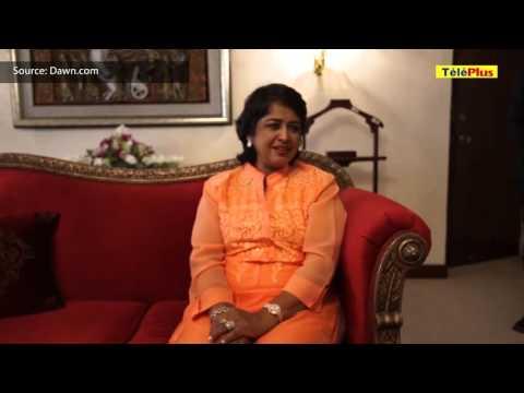 """A Karachi : Ameenah Gurib-Fakim chante """"khabi khabi"""""""