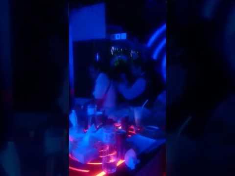 Pijet di tempat karaoke