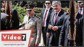 بالفيديو.. وزير الدفاع يضع إكليلا من الزهور على ضريح الزعيم جمال عبد الناصر