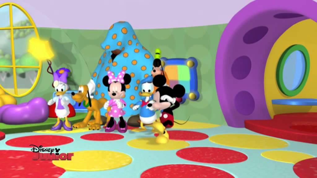 La casa di topolino la dottoressa paperina dall for La fattoria di topolino