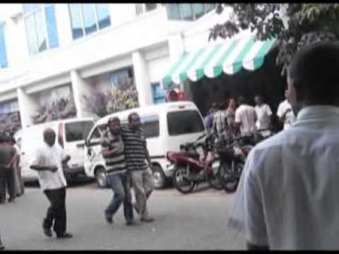 MDP Thugs near Endherimage - Maajehi Rashad ge Ilham