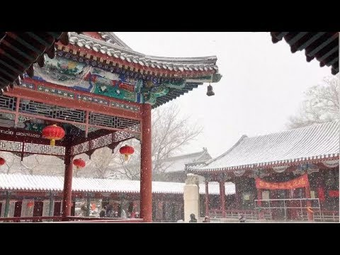 Snow in Beijing Brings Joy to Residents, Tourists