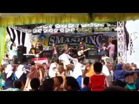 9 Band Cemara   (SMASHINGSMANKASHOWAMAZING)