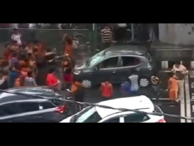 Police Officer Daughter's car attacked by Kanwariyas at Moti Nagar, New Delhi