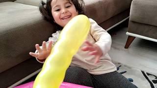 Renkli Uzun Balonları Babası Ayşe Ebrardan Saklamış. Hide And Seek . Learn Colors With Balloons.