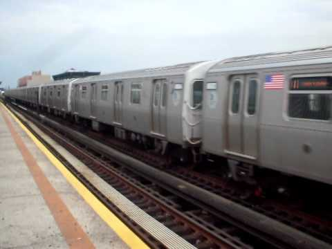R160A-2 Q train bypassing Broadway on the Astoria Line.