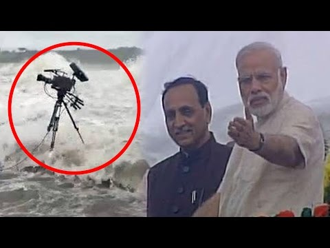 Pm Narendra Modi'S Alertness Saved Lives Of Cameramen/Photographers