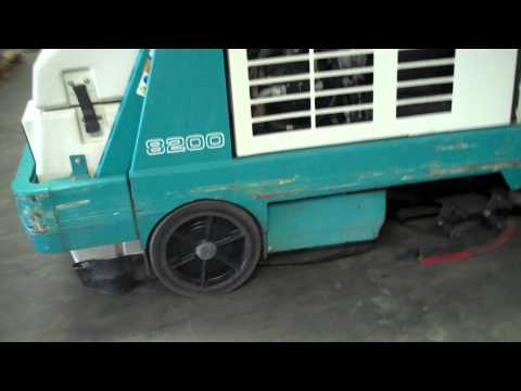 Tennant 8200 Riding Floor Sweeper