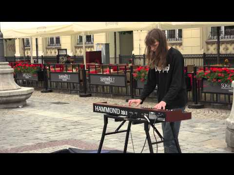 Unknown musician performing on hammond organ xk-1