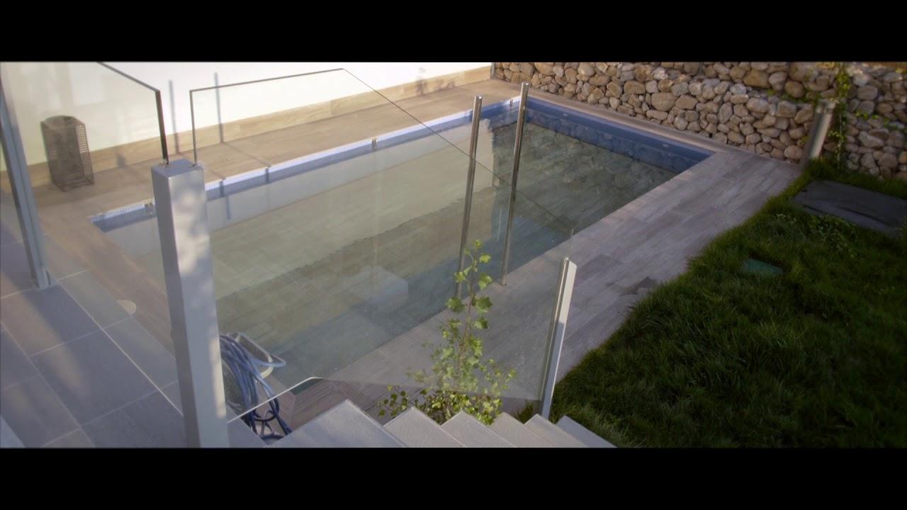 Piscina en jardin peque o gracias a la cubierta m vil y for Cubierta piscina transitable