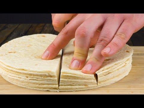 Staple 10 Tortillas aufeinander und schneide sie in 4 Streifen. Dann ab damit in die Kuchenform!