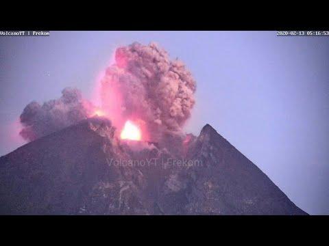 Erupting Indonesian volcano spews ash, lava | AFP