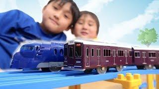 プラレール 阪急電鉄1000系 と 南海ラピートで競争してみた【かとちゃん】