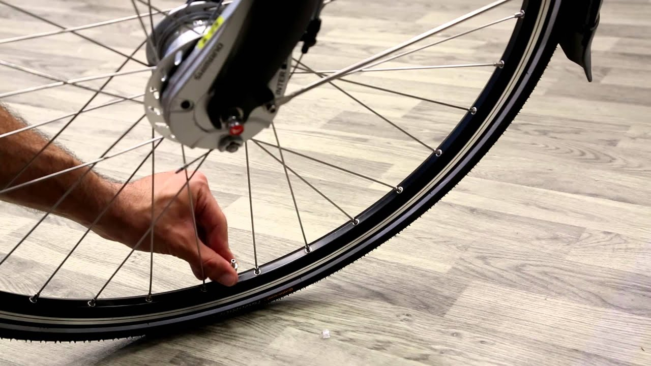 How To Pump A Dutch Bicycle Tire Be Dutch Bicycles Youtube