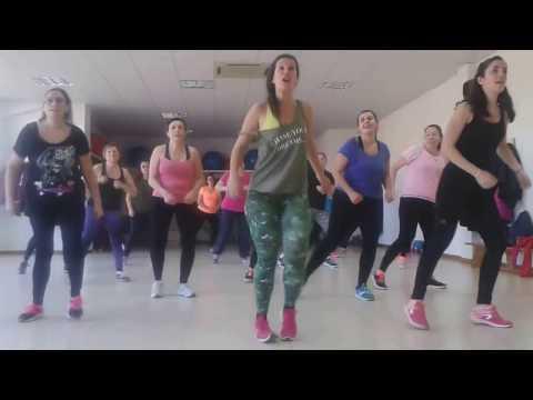 """TANIA ZUMBA """" Vacaciones"""" coreografía creada by Tania canción by Wisin."""