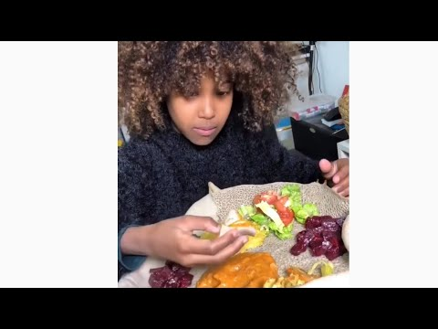 ❤️Habesha girl eating Ethiopian food