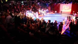 The quest game show- oasis of the sea show - הופעה על ספינת אואזיס קרוז לאיים הקריביים