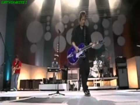 GYLLENE TIDER-EN STEN VID EN SJÖ I EN SKOG, LIVE 2004.