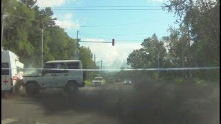 Авария с перевернувшейся «скорой» попала на видеорегистратор в Хабаровске.MestoproTV