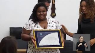 Jornal Acontece -  Título de Honra ao mérito à professora Cristiane Francisco