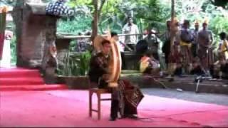バリ芸術祭でザカリアス・ンダオンさんがササンドゥ演奏(1) PKB ke-32 Mp3