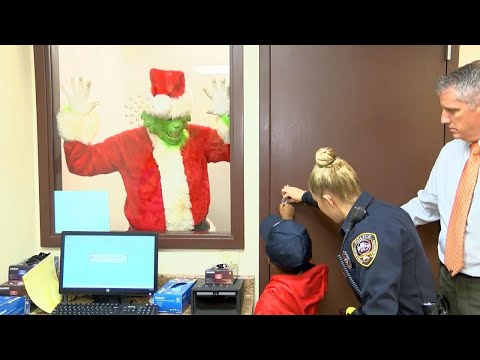 Cops Respond After Boy Calls 911 to Report 'Grinch Is Steali