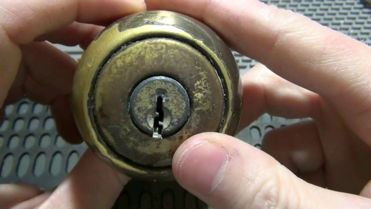 104) Old Nasty Kwikset Door Knob Raked Open & Gutted - YouTube