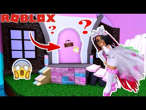 i-got-into-the-secret-door-in-royale-high-!-exposing-whats-inside-with-amaya!