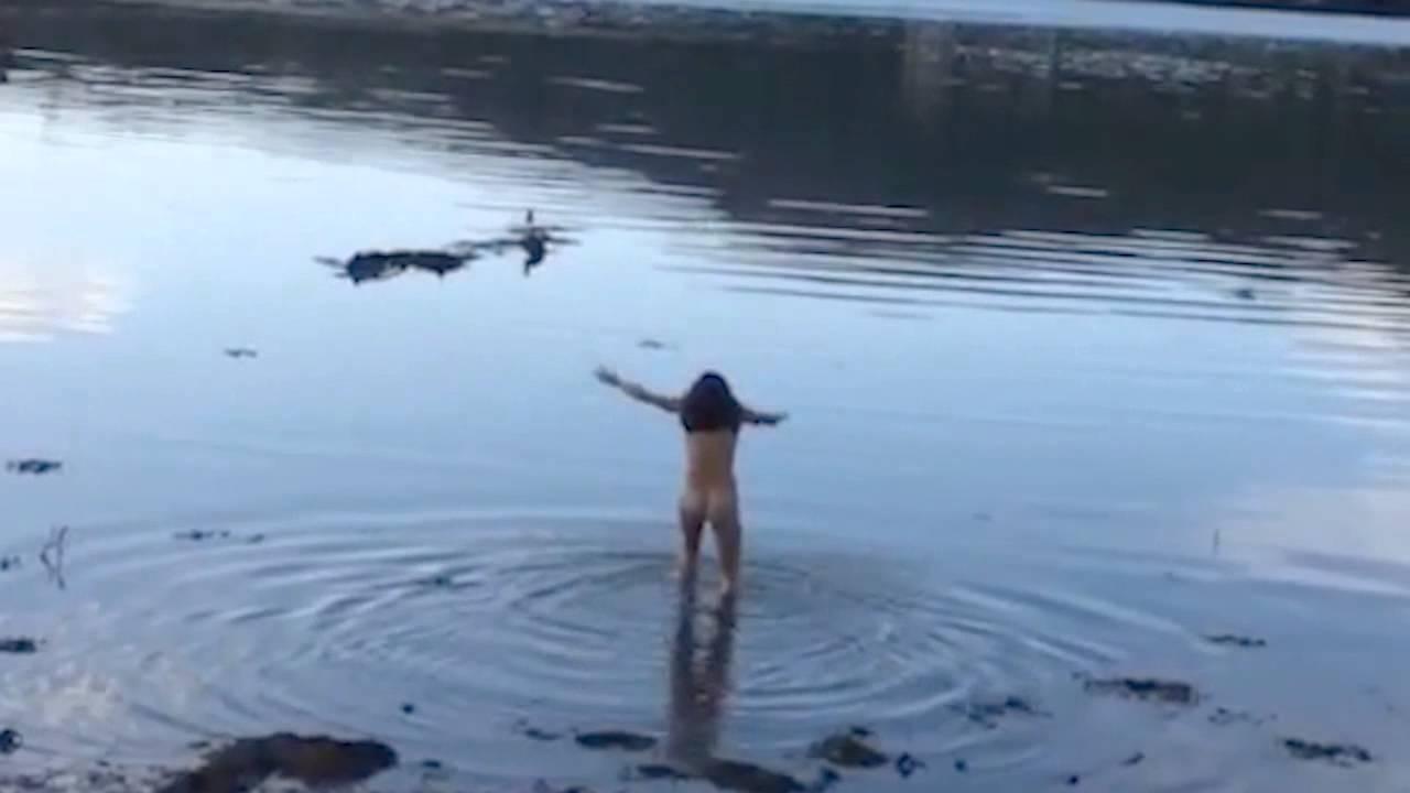 Michelle Rodriguez Desnuda En Un Lago