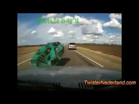 13 Minuten lang gecrashte Autos in Russland