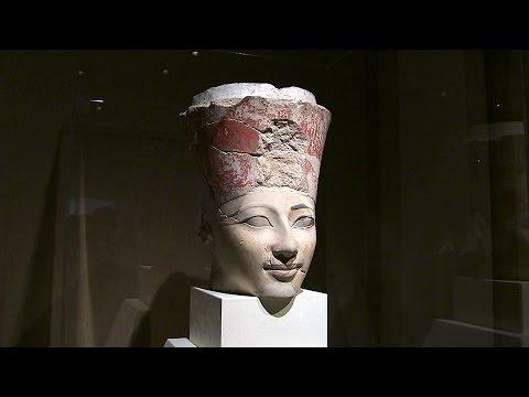 ハトシェプスト女王像の頭部 東...