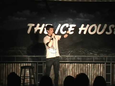 Adam Bobrow introduces Robin Williams at The Ice House (11-17-08)