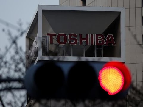 Toshiba Shares Tumble After Sources Say Third Earnings Postponement Likely