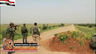 Download Video مجموعة مسلحة في ريف حماة تسلم نفسها مع كامل عتادها لقوات الجيش السوري MP3 3GP MP4