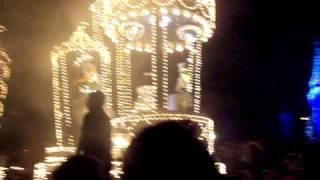 ディズニーワールド、マジックキングダムの夜のパレードです。ピカピカ...