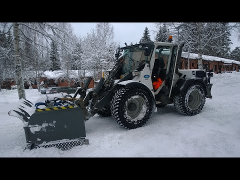 Snowek U360 U-plough and Wille 655C multipurpose machine