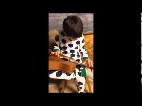 Félix joue du blues un soir de pluie au camp on YouTube