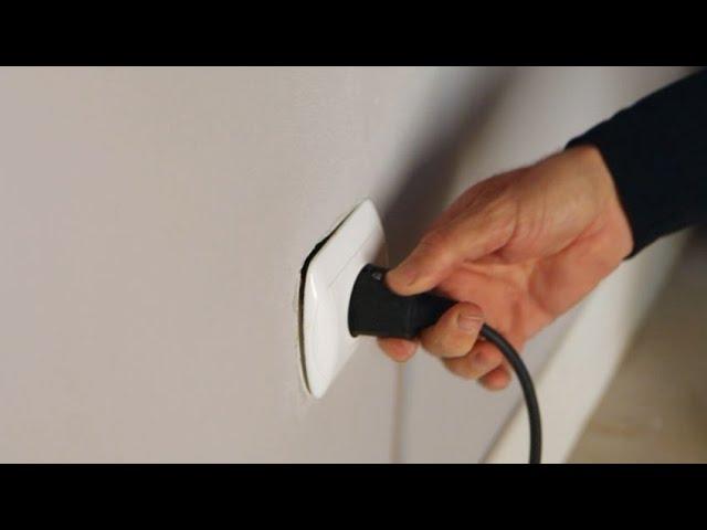 Cómo reparar la fijación de un enchufe